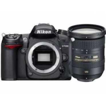 Nikon D7200 DSLR Camera (AF-S 18-200 mm f/3.5-f/5.6G ED VR II Kit Lens)