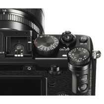 Fujifilm X-E2 Mirrorless Camera (with 18-55mm Lens)